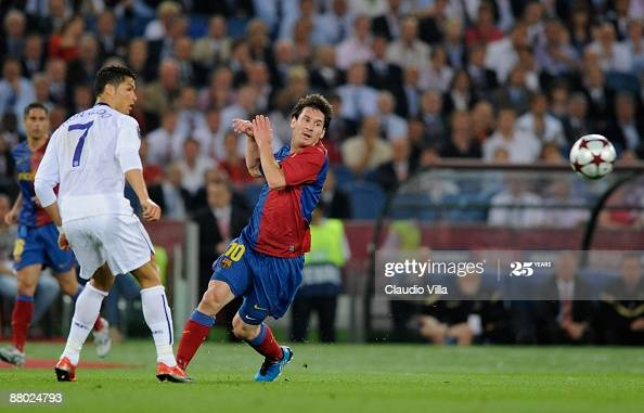 ITALY - MAY 27:  Cristiano Ronaldo (R) of Manchester United FC and Lionel Messi of Barcelona during the UEFA Champions League Final match between Barcelona and Manchester United at the Stadio Olimpico on May 27, 2009 in Rome, Italy.  (Photo by Claudio Villa/Getty Images)