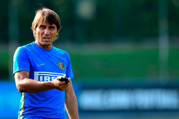 Inter Milan's Italian head coach Antonio Conte gestures during a training session at the training ground of Appiano Gentile, north of Milan on September 16, 2019 on the eve of the UEFA Champions League Group F football match Inter Milan vs SK Slavia Praha. (Photo by Miguel MEDINA / AFP)        (Photo credit should read