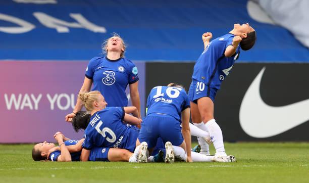 Chelsea players emotionally celebrate Fran Kirby's late UWCL goal versus Bayern Munich
