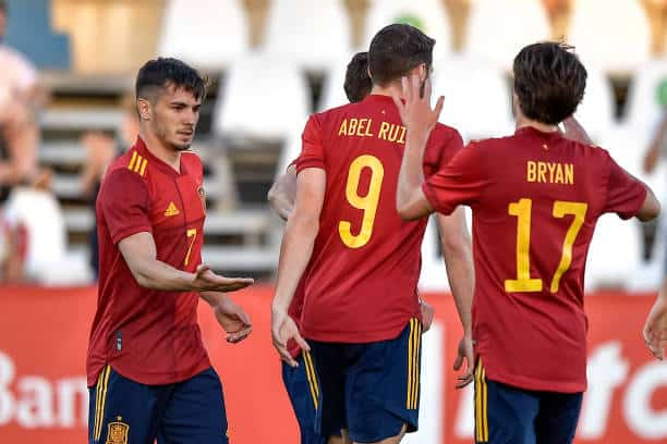 Spain's youngsters ease past Lithuania in dominant win